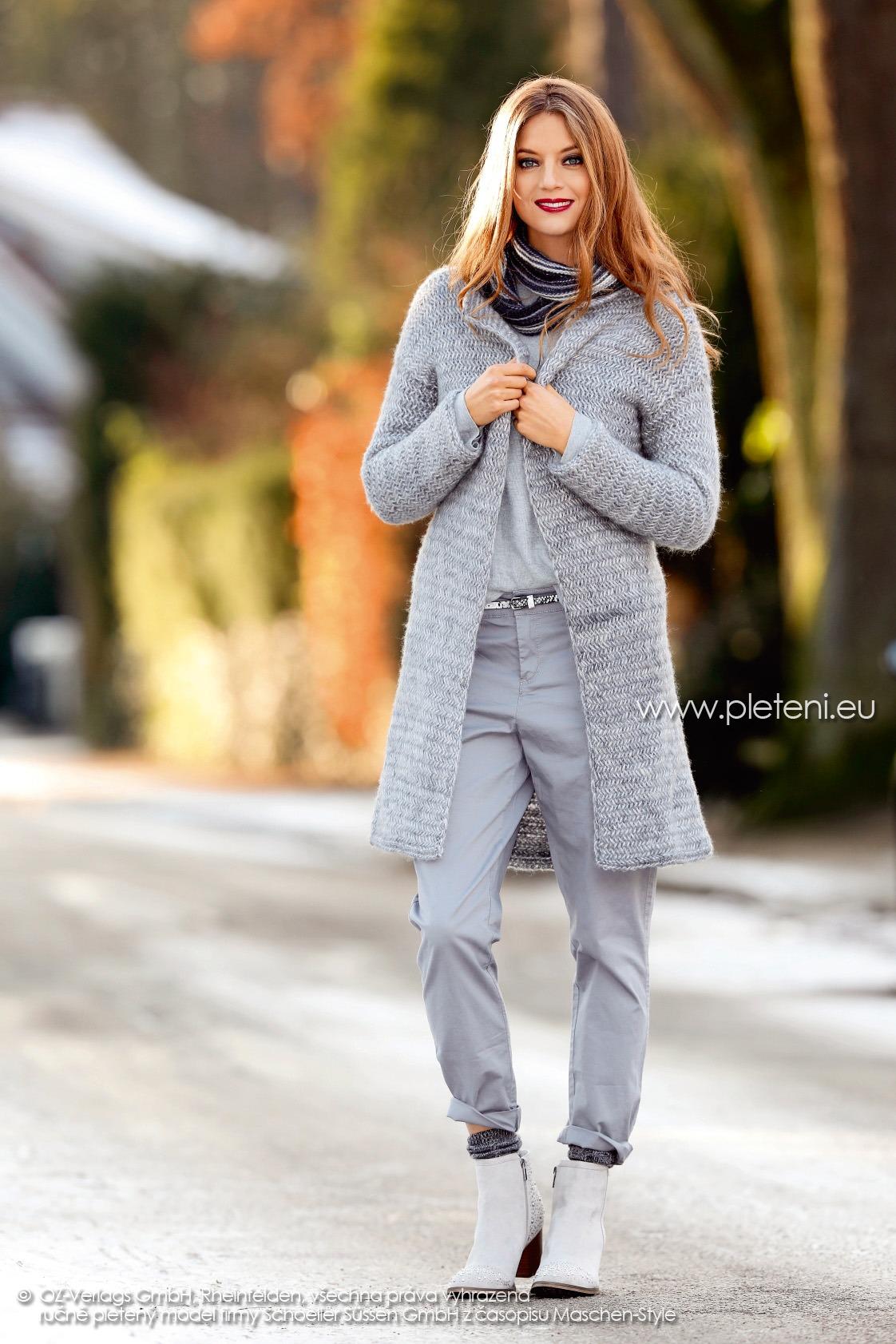 2017-2018 model 06 a 07 dámský kabát a nákrčník z přízí Delgada a Caleido firmy Schoeller