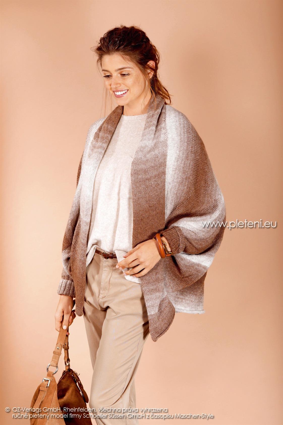2017-2018 model 21 dámský pletený pončo kabátek (přední pohled) z příze Ambra Color firmy Schoeller