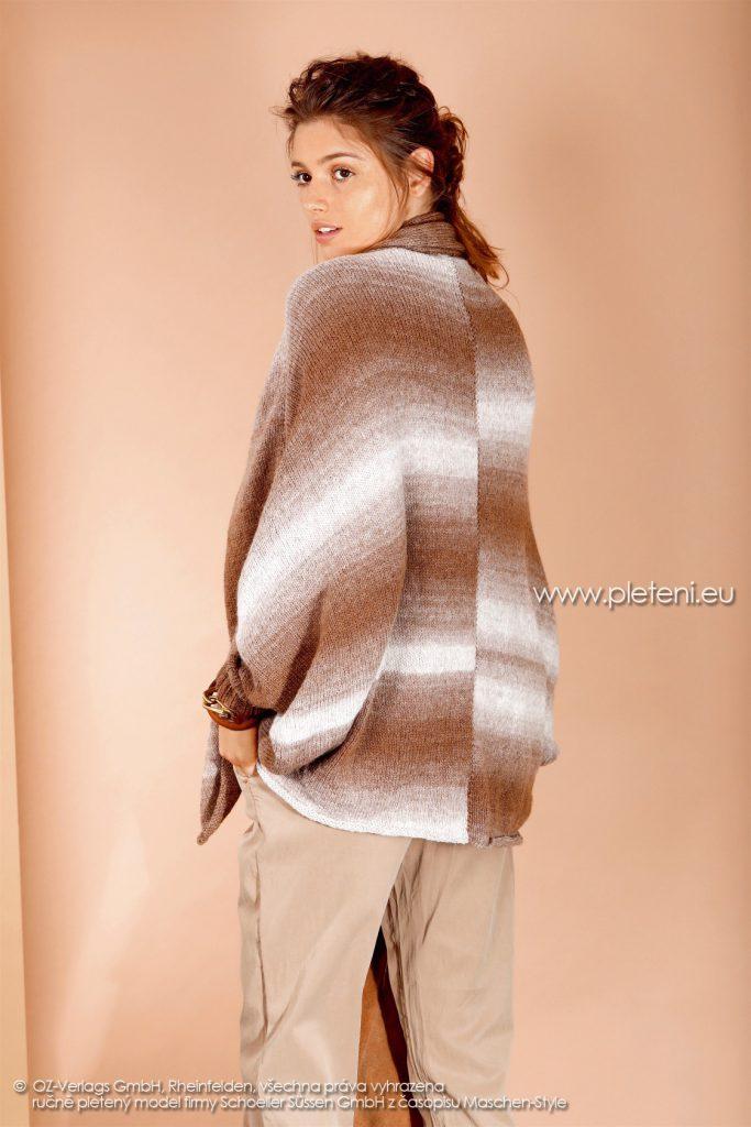 2017-2018 model 21 dámský pletený pončo kabátek (zadní pohled) z příze Ambra Color firmy Schoeller