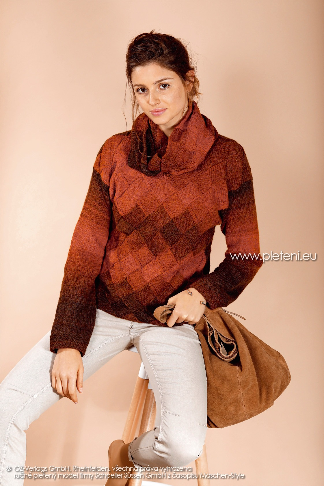 2017-2018 modely 24 dámský pletený svetr a 25 nákrčník z příze Ambra Color firmy Schoeller