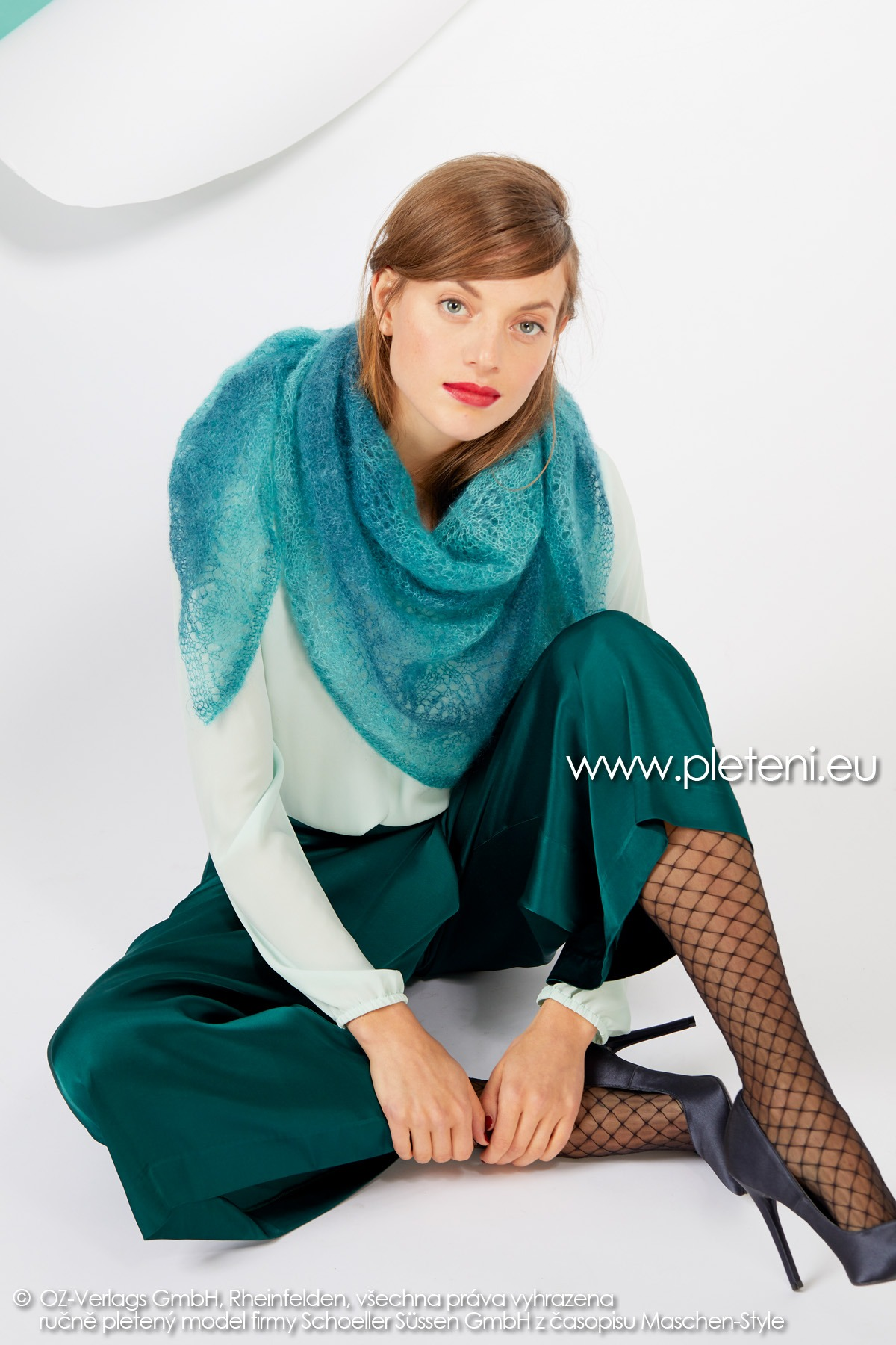 2019-Z-05 pletený dámský trojcípý šátek z příze Kid Silk Degradé značky Austermann