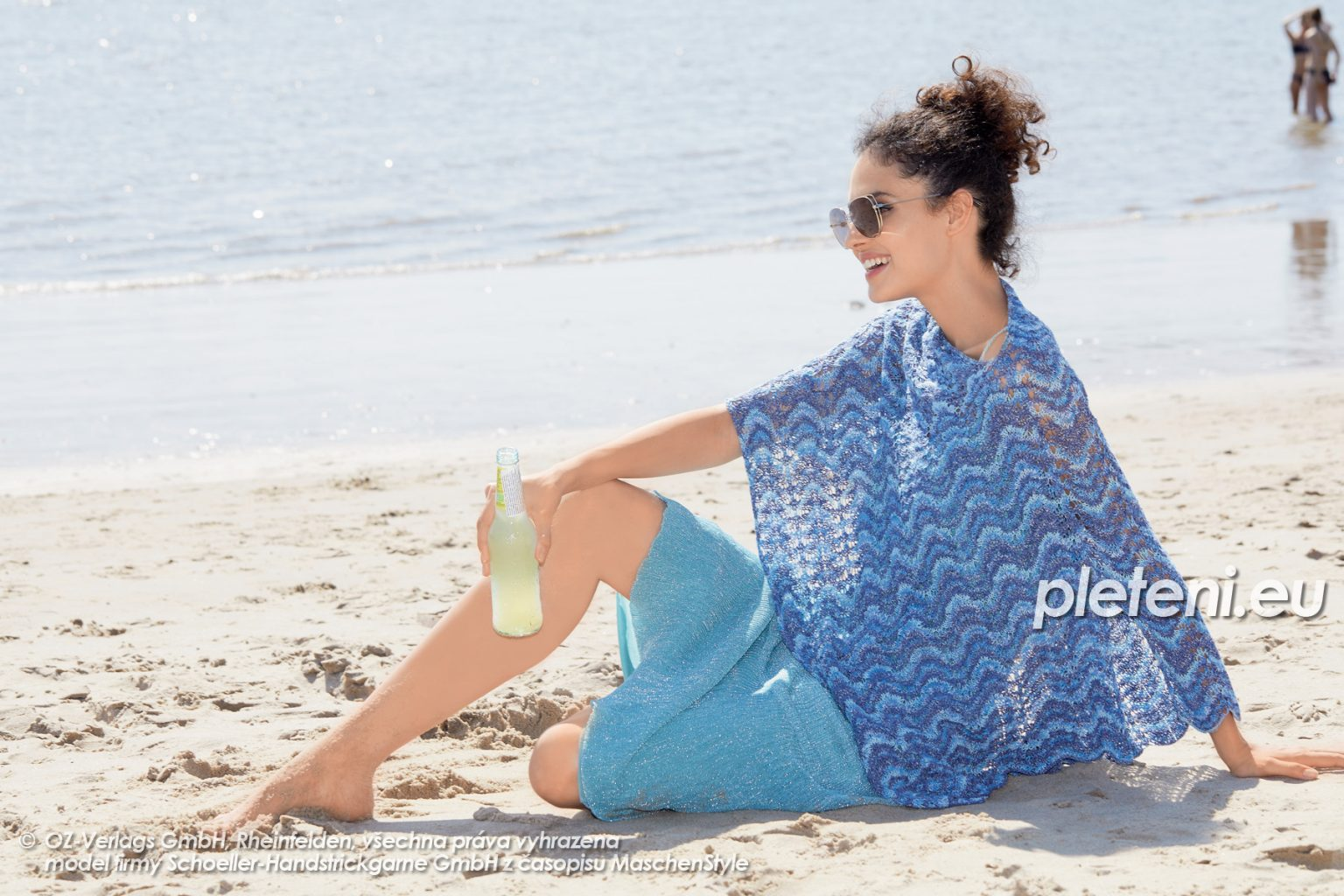 2020-L-27 pletená pelerína z příze Magic Silk Color značky Austermann